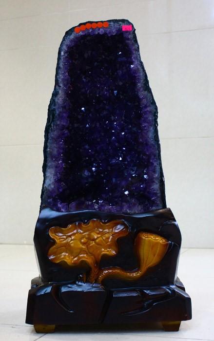 紫晶洞摆件——色、形、意兼备的天然艺术品
