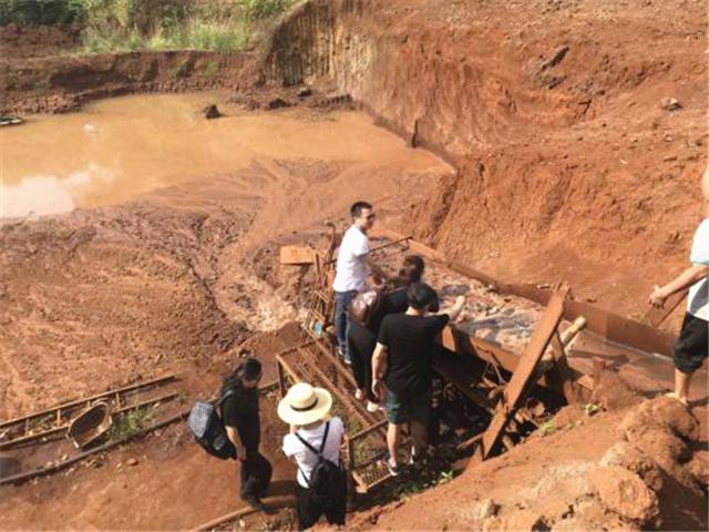 斯里兰卡蓝宝石矿区探秘